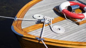 boat-clean-deck-997615