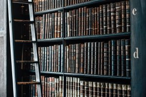 bookshelf-1082309_1280